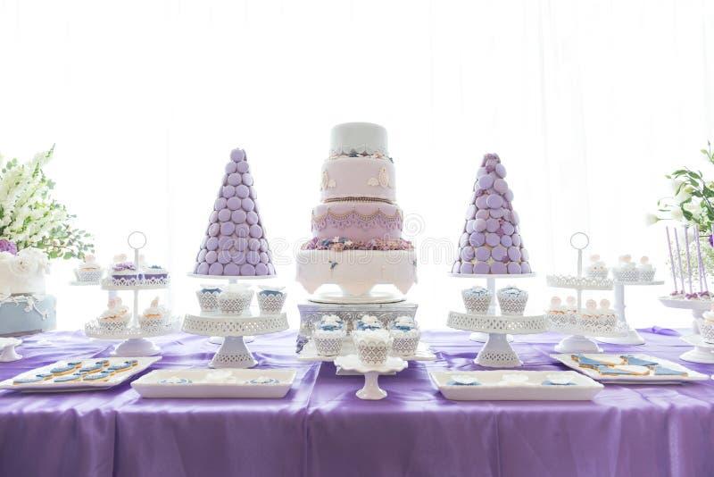 Bröllopstårtor royaltyfri foto