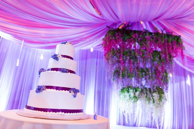 Bröllopstårtor royaltyfri bild