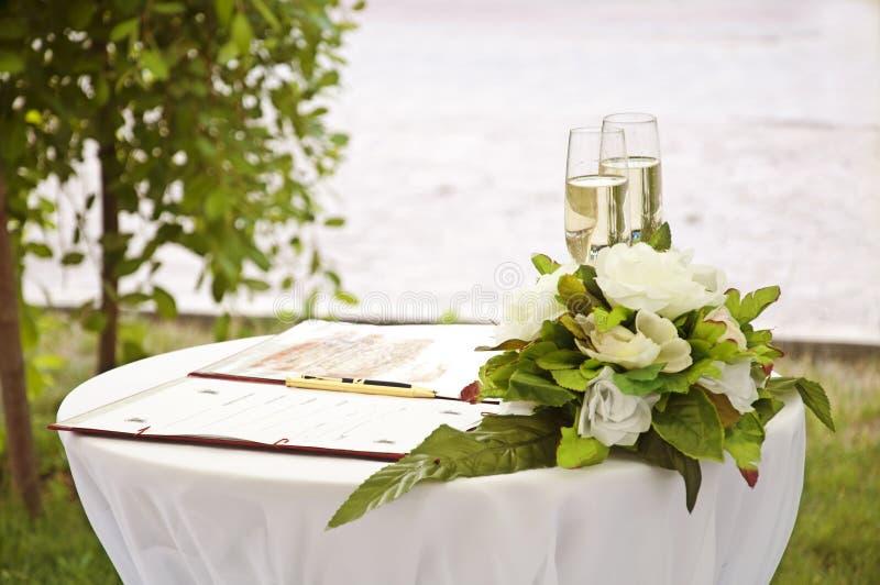 bröllopwineglass royaltyfria bilder