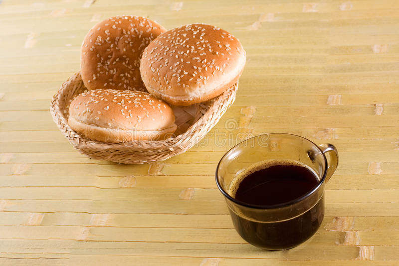 Brötchen und Kaffee stockfoto