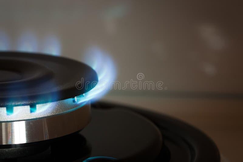 Brûlure de brûleur à propane sur le fourneau images stock