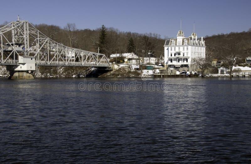 Brücke über Connecticut-Fluss stockbild