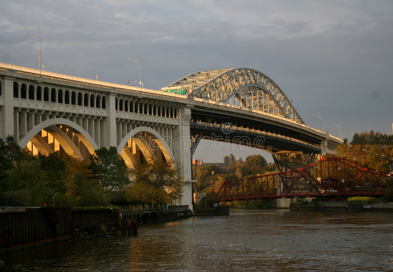Brücke über Cuyahoga Fluss stockbild