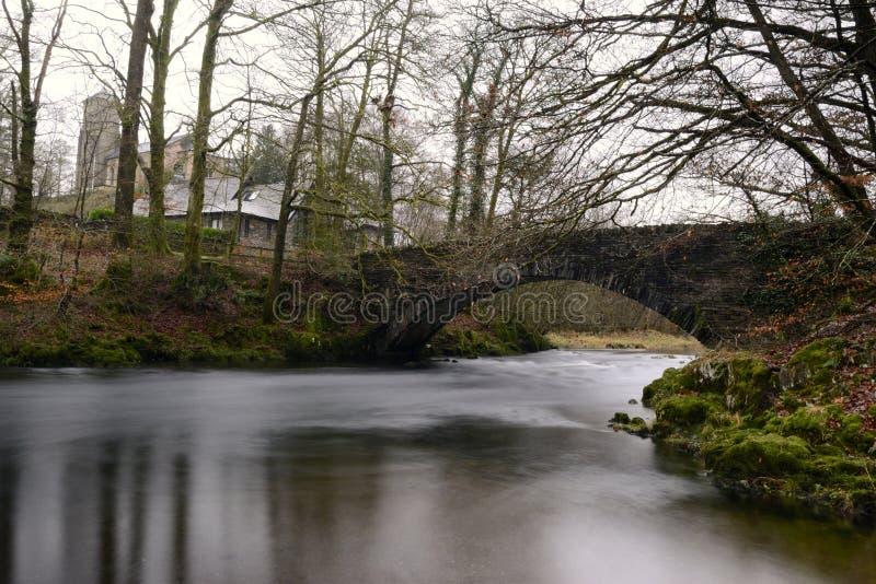 Brücke über dem Brathay lizenzfreie stockfotos