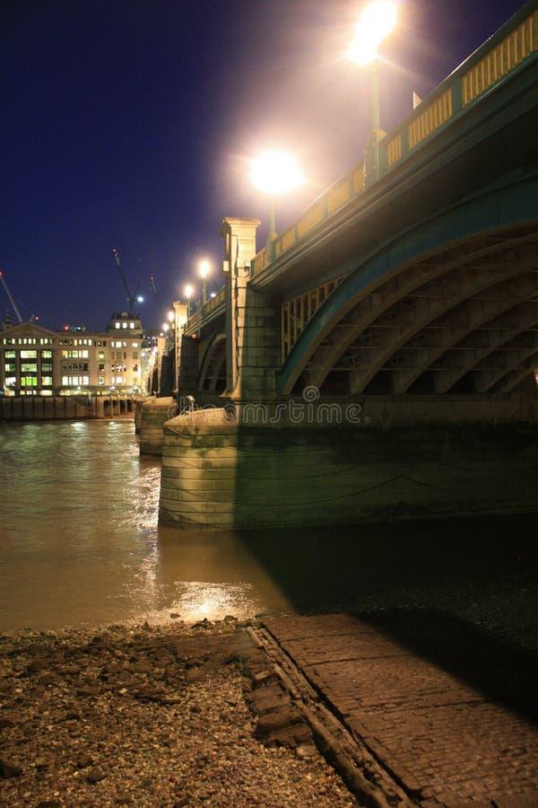 Brücke über dem Fluss Themse stockbilder