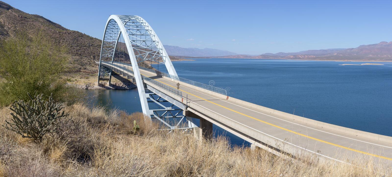 Brücke über dem Salt River bei Theodore Roosevelt Dam bei Hwy 188 lizenzfreie stockfotos