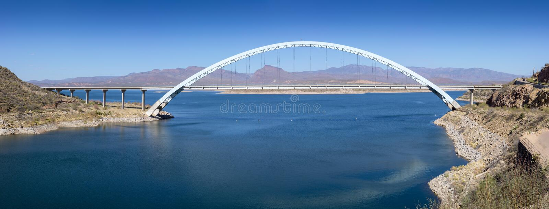 Brücke über dem Salt River bei Theodore Roosevelt Dam bei Hwy 188 stockfotos