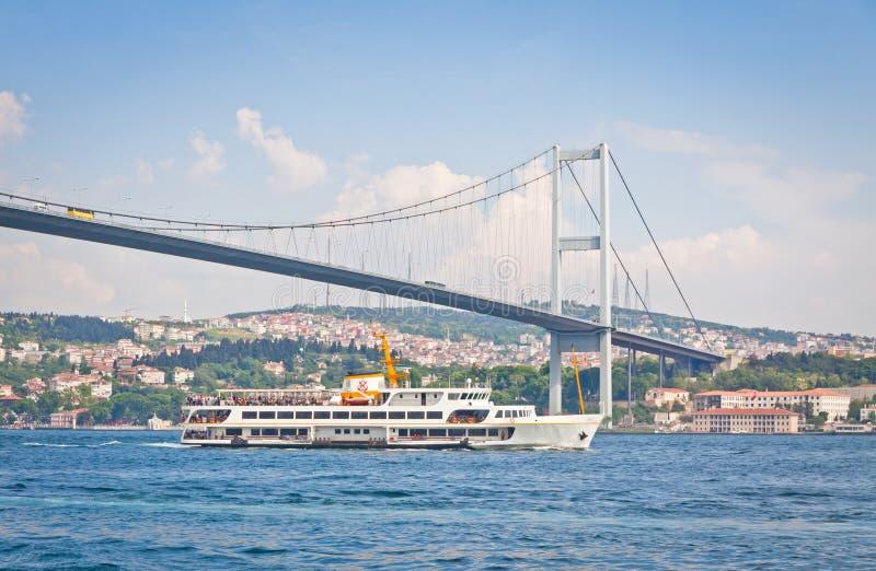 Brücke über der Bosphorus-Straße in Istanbul, die Türkei stockbild