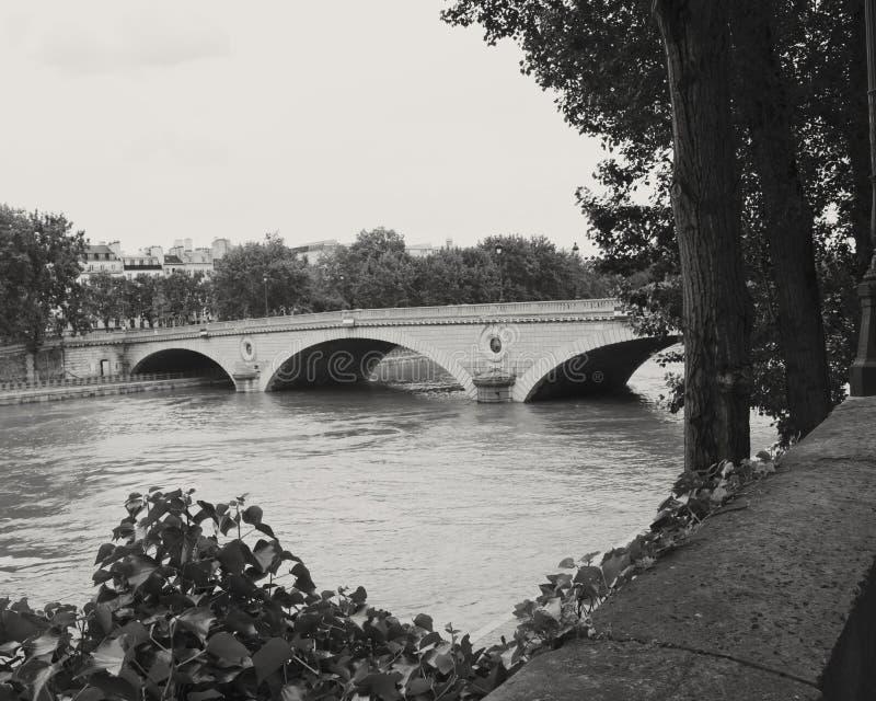 Brücke über der Seine lizenzfreie stockfotografie