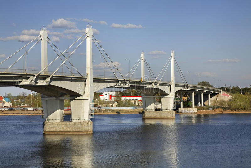 Brücke über der Wolga in Kimry Tver Oblast Russland lizenzfreies stockbild