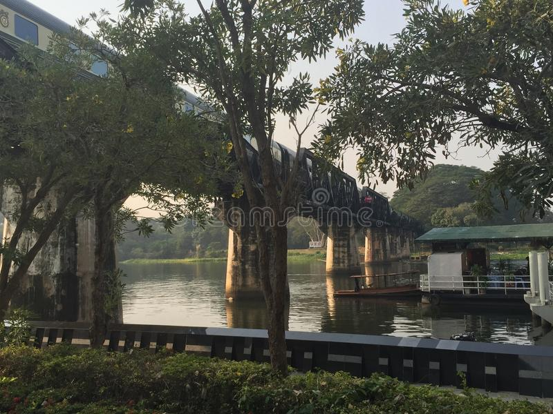 Brücke über Fluss Kwai, Thailand stockbilder