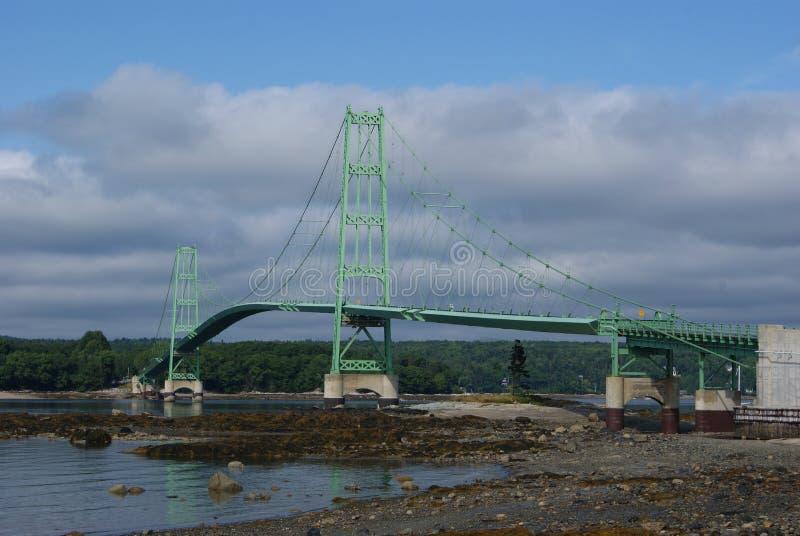 Brücke über Problemwasser lizenzfreies stockfoto