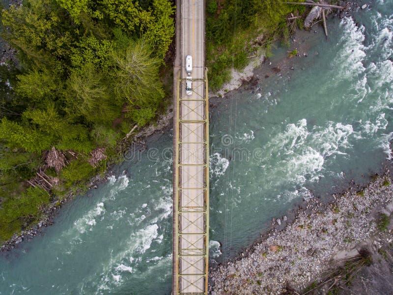 Brücke über Skykomish-Fluss lizenzfreies stockbild