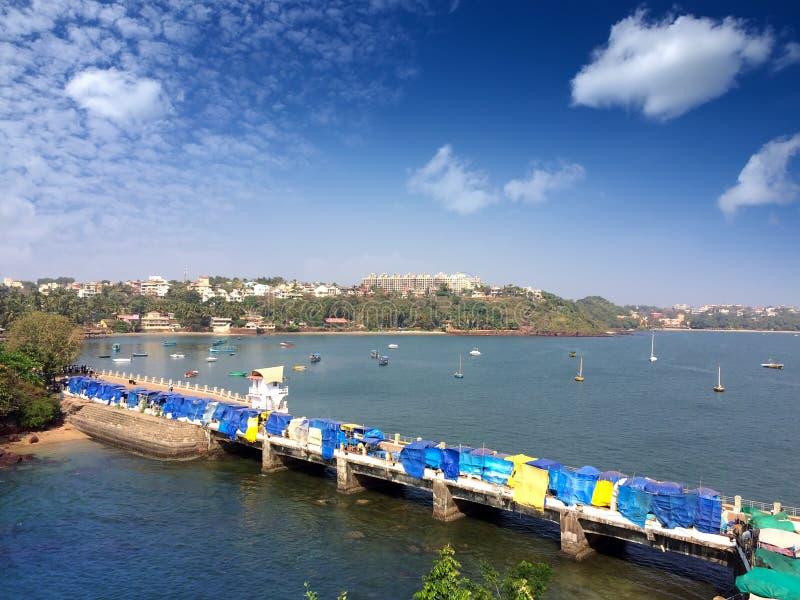 Brücke auf dem Dona Paula-Kap goa lizenzfreies stockfoto