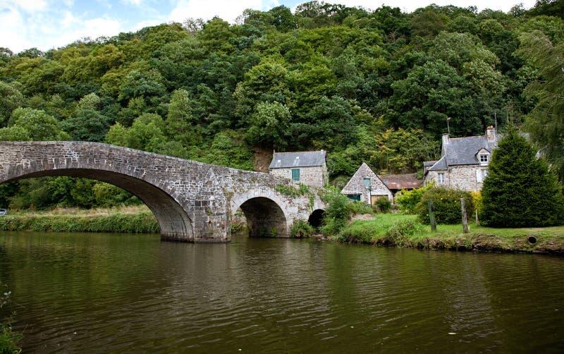 Brücke bei Lehon, Bretagne, Frankreich lizenzfreie stockfotografie