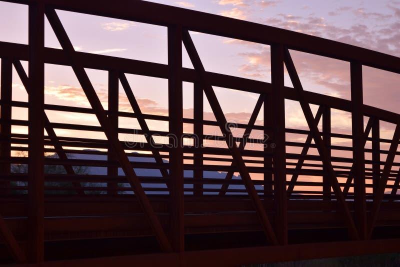 Brücke bei Sonnenuntergang stockfotos