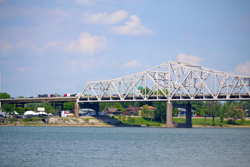 Brücke der Fahrbahn-I-65 in Louisville, Kentucky stockfoto
