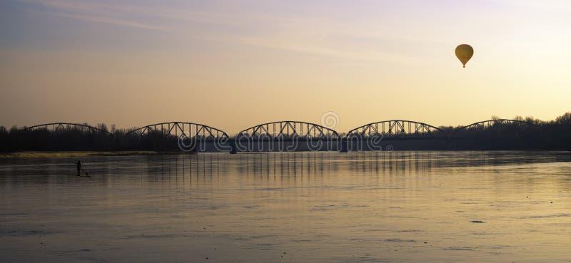 Brücke der Freiheit und des Friedens stockbilder