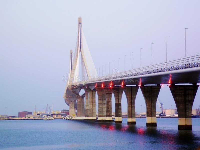 Brücke der Konstitution, genannt La Pepa, in der Bucht von Cadiz stockbilder