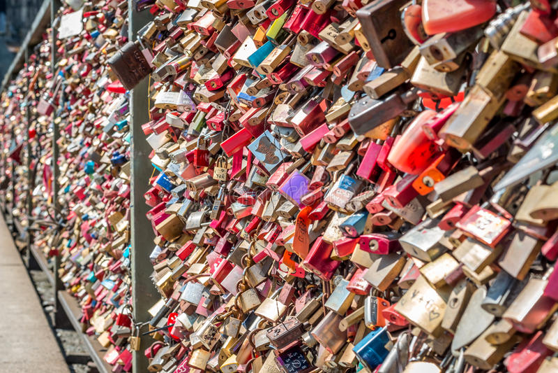 Brücke der Liebe - Verschlussbrücke stockfoto