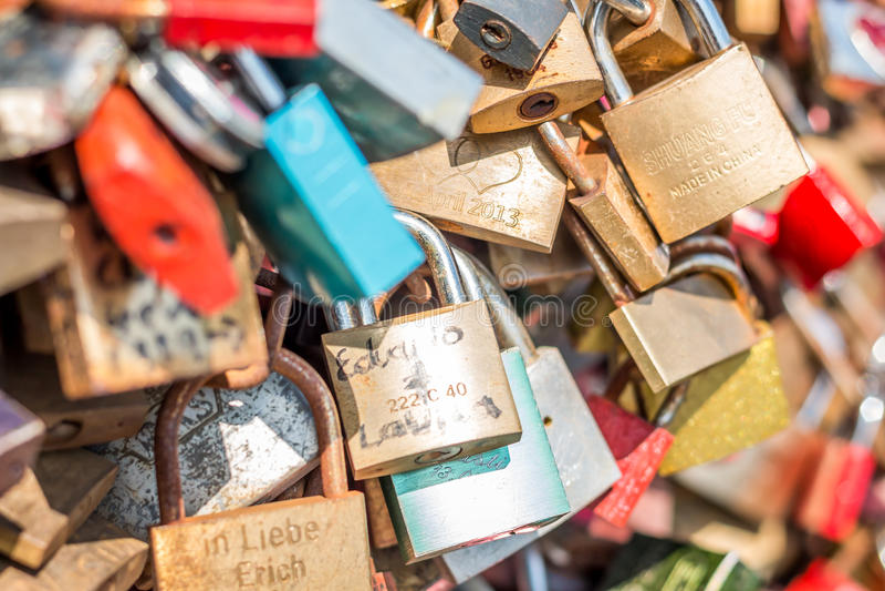 Brücke der Liebe - Verschlussbrücke lizenzfreie stockfotografie