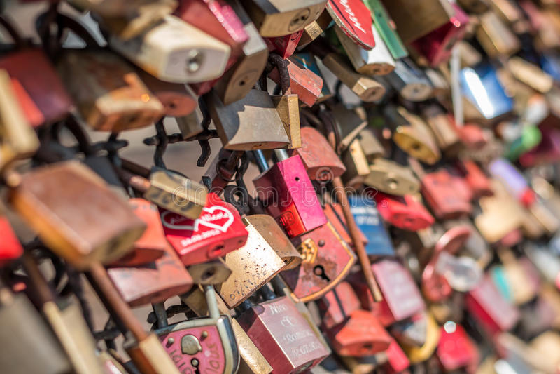 Brücke der Liebe - Verschlussbrücke lizenzfreies stockfoto