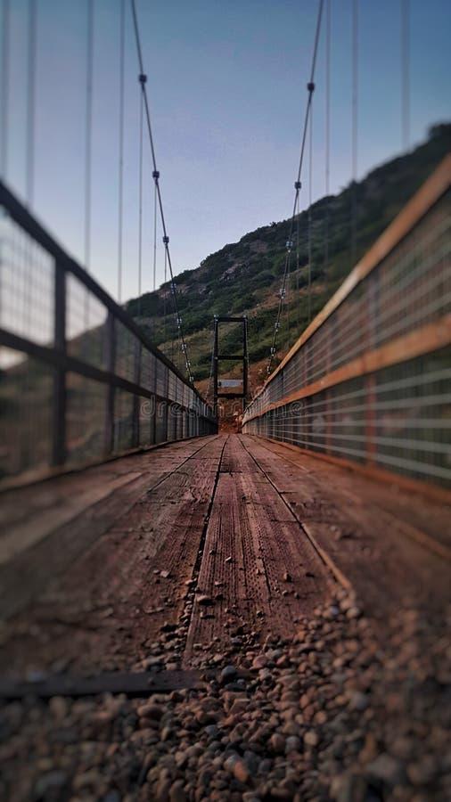 Brücke in der Natur lizenzfreie stockfotografie