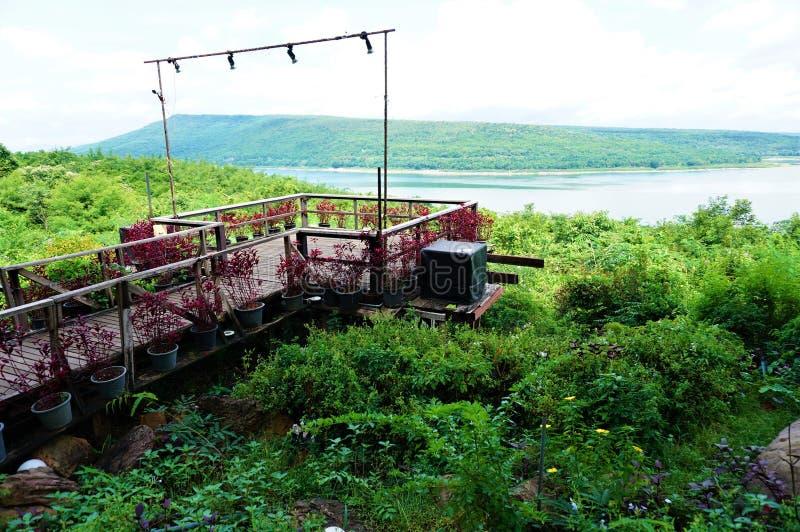 Brücke der schönen Ansicht in Lamtakong-Verdammung lizenzfreie stockfotografie