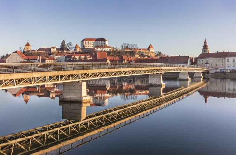Brücke in der Stadt Ptuj stockfotografie