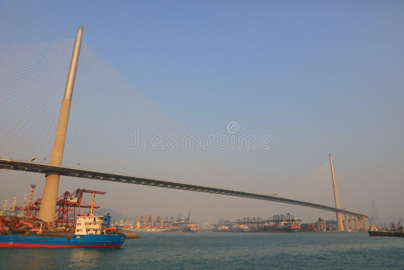 Brücke in der Werft unter Stonecutters lizenzfreie stockbilder