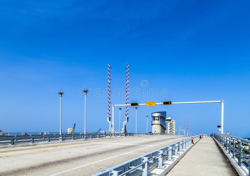 Brücke des abgehobenen Betrages am Hafen im Fort Lauderdale lizenzfreie stockbilder
