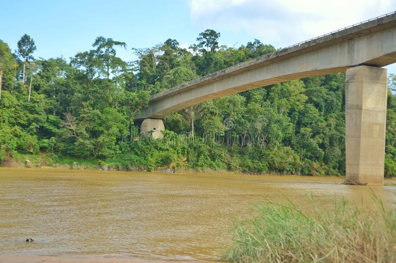 Brücke des Fährendorfs in jerantut pahang Malaysia stockfotos