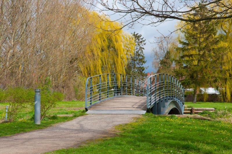 Brücke in einem dänischen Park lizenzfreie stockfotos