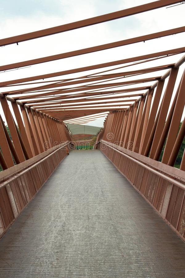 Brücke in einem Park stockfotografie