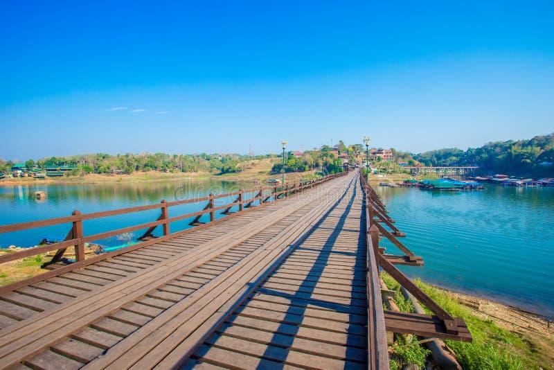 Brücke - errichtete Struktur, errichtete Struktur, berühmter Platz, Asien, Thailand stockbild