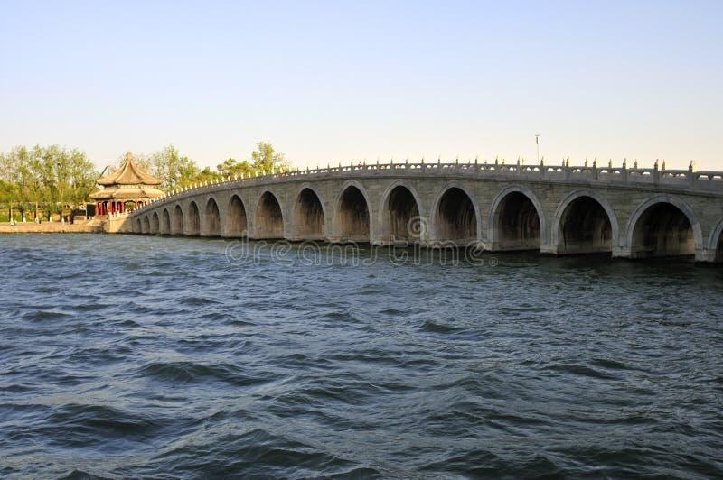 Brücke im Sommer-Palast Ließ Winter ein lizenzfreie stockbilder