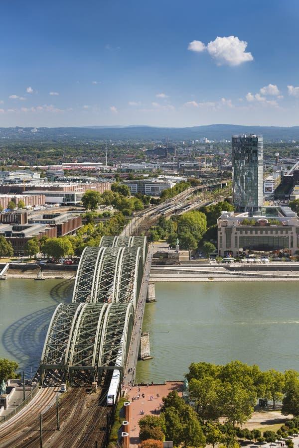 Brücke Kölns Hohenzollern, Deutschland, redaktionell stockfotografie