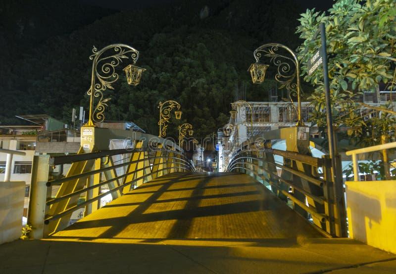 Brücke nachts, Aguas Calientes-Stadt, Machu Picchu, Peru stockfotos