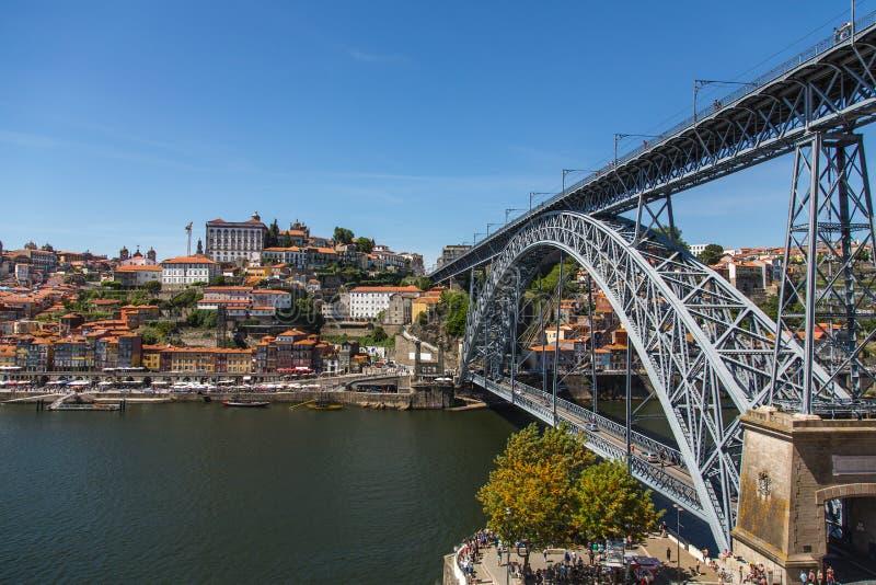 Brücke Ponte LuÃs I in Porto lizenzfreies stockbild