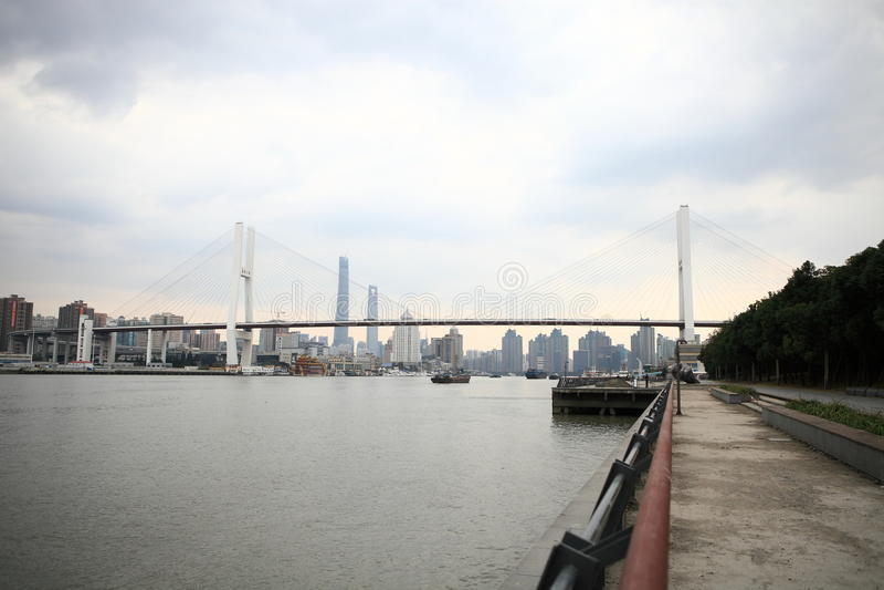 Brücke Shanghais Nanpu stockfotos