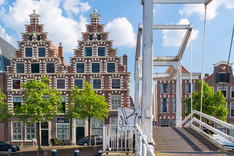 Brücke und alte Brauerei bei Spaarne, Haarlem, die Niederlande lizenzfreies stockfoto