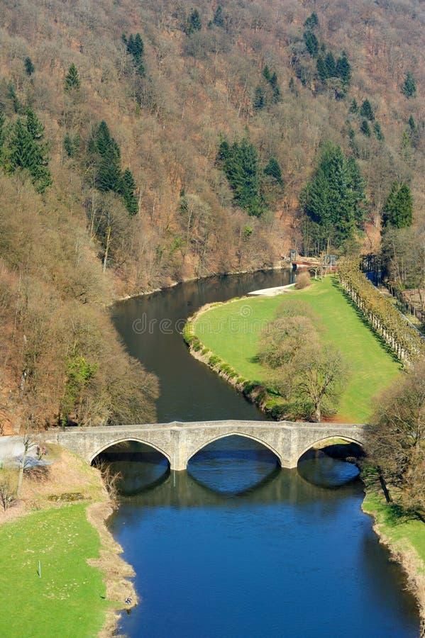 Brücke und Flusslandschaft in der Fleischbrühe lizenzfreies stockfoto