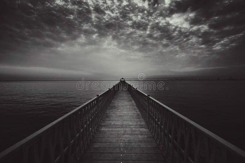 Brücke und Meer lizenzfreie stockbilder