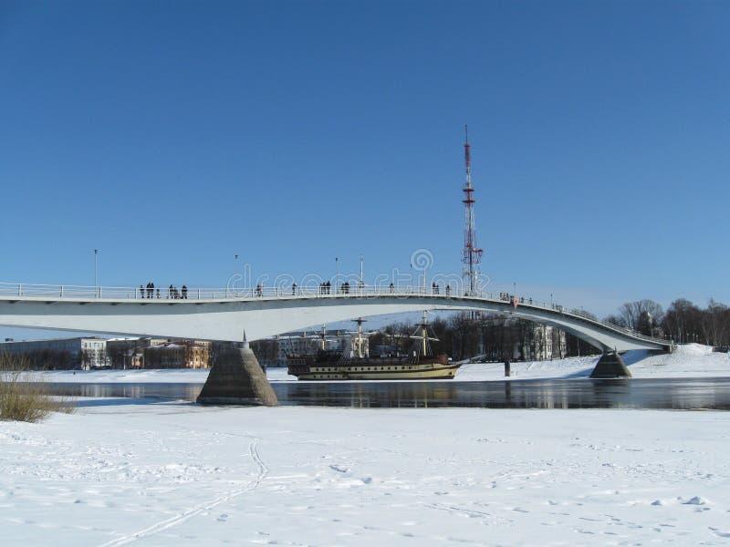 Brücke in Veliky Novgorod im Winter lizenzfreies stockfoto