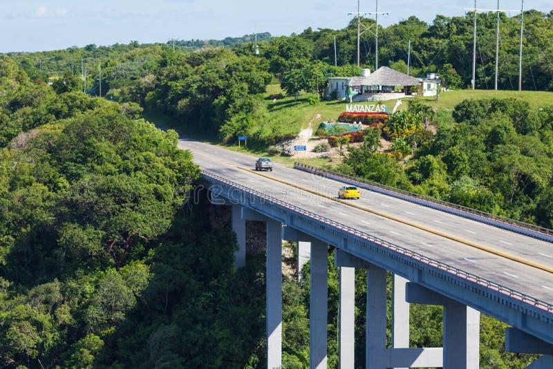 Brücke von Bacunayagua, Straße von Havana zur Matanzas-Provinz lizenzfreie stockfotos