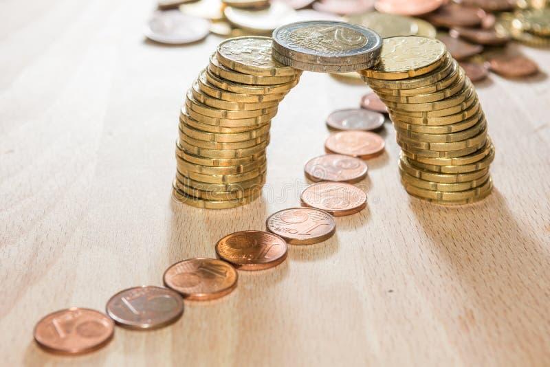 Brücke von Münzen lizenzfreies stockfoto