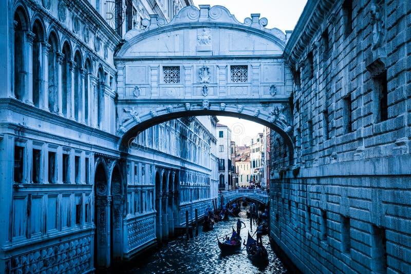 Brücke von Seufzern in Venedig lizenzfreie stockbilder