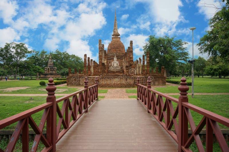 Brücke zu Buddha-Pagode lizenzfreie stockfotografie