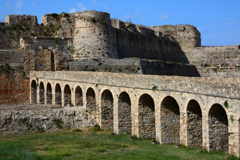 Brücke zum Tor in venetianischer Festung Methoni im Peloponnes, Messenia, Griechenland lizenzfreies stockbild