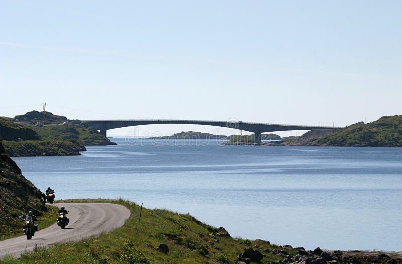 Brücke zwischen Moskenesoy und Flakstadoya stockbilder